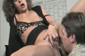 熟女放尿おしっこ飲尿